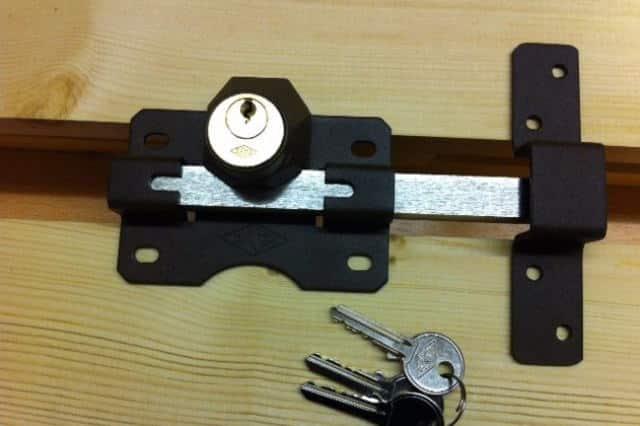 fence gate locks lone star locks and keys. Black Bedroom Furniture Sets. Home Design Ideas